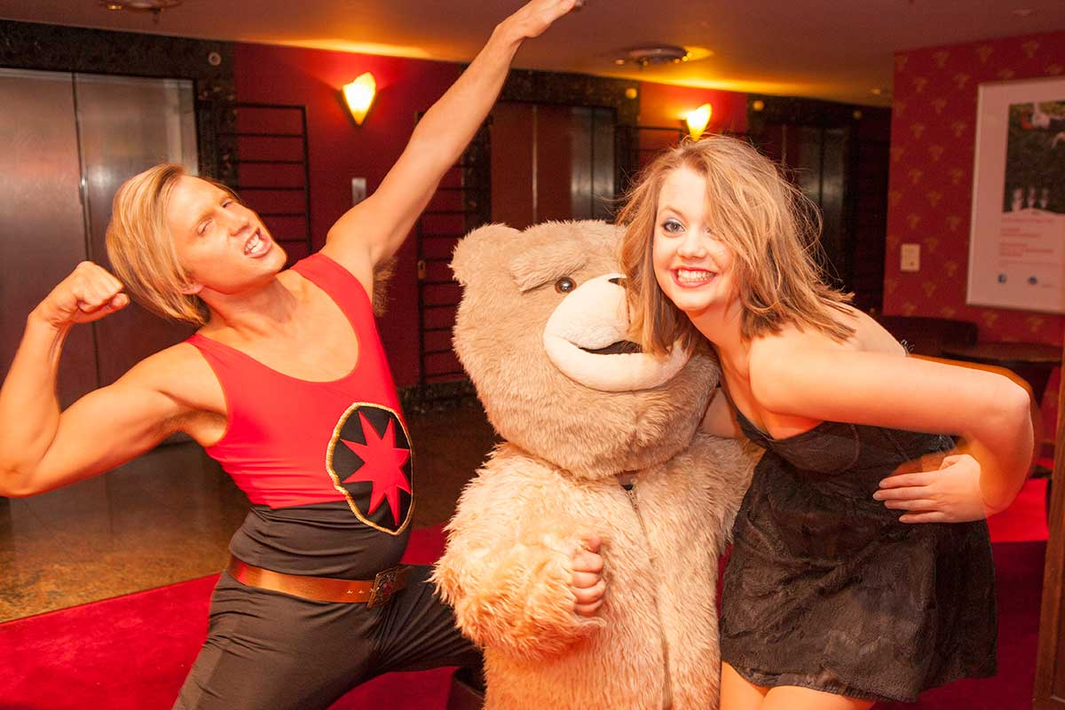 Universal Sony – Ted Party - Flash Gordon, Ted & Girlfriend